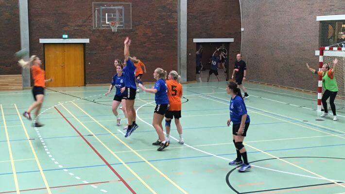 Billund (i blåt) er videre i landspokalturneringen i håndbold.
