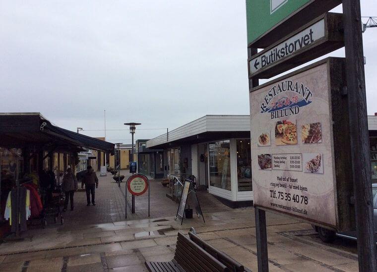 butikker i billund åbningstider
