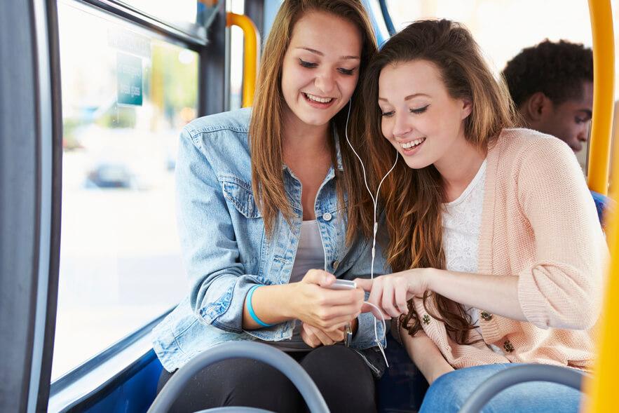 Piger i bus