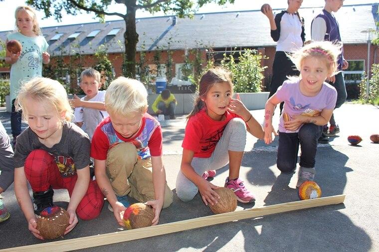 Børn fra Den Internationale Skole i Billund skal mødes med en masse børn fra BillundSkolen til en kæmpe playdate den 26. august. Foto: International School of Billund.