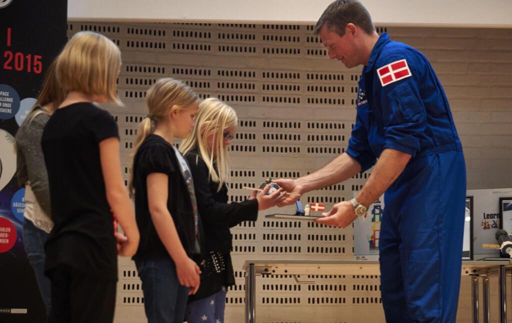 Skolebørn mødte dansk ESA-astronaut i LEGOLAND – BillundOnline