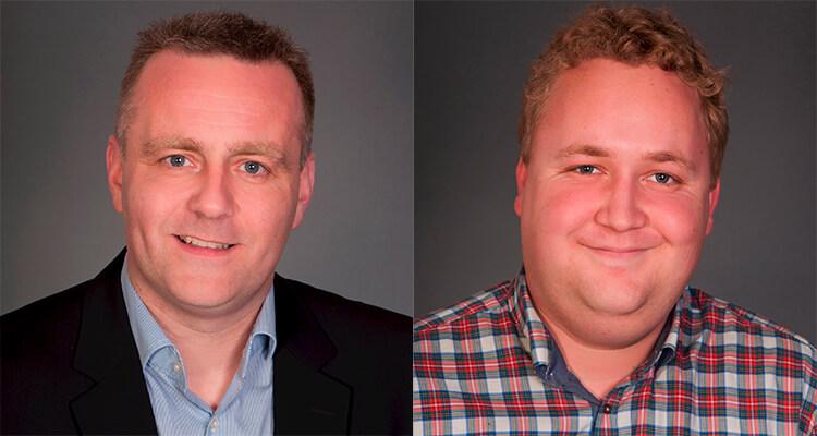 Lars Hansen (tv) og Kris Jensen Skriver er glade for aftalen om kunststofgræsbanerne i Billund og Grindsted nu er i hus. Foto: Billund.dk